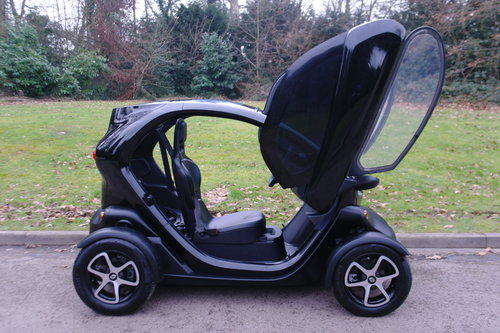 RENAULT TWIZY URBAN.. ELECTRIC POWER + TAX FREE.. LOW MILES SOLD (picture 4 of 4)