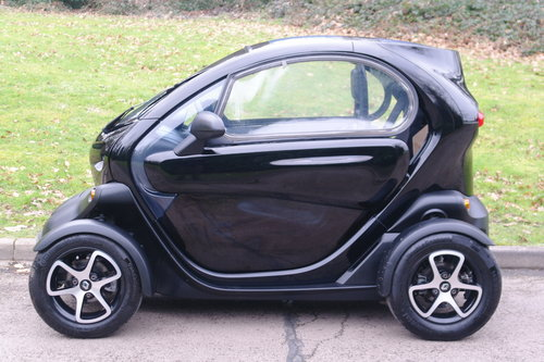 RENAULT TWIZY URBAN.. ELECTRIC POWER + TAX FREE.. LOW MILES SOLD (picture 1 of 4)