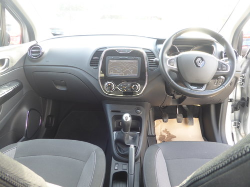 2017 (17) Renault Captur Dynamique S Nav dCi 90 - 7,437 Mls For Sale (picture 6 of 6)