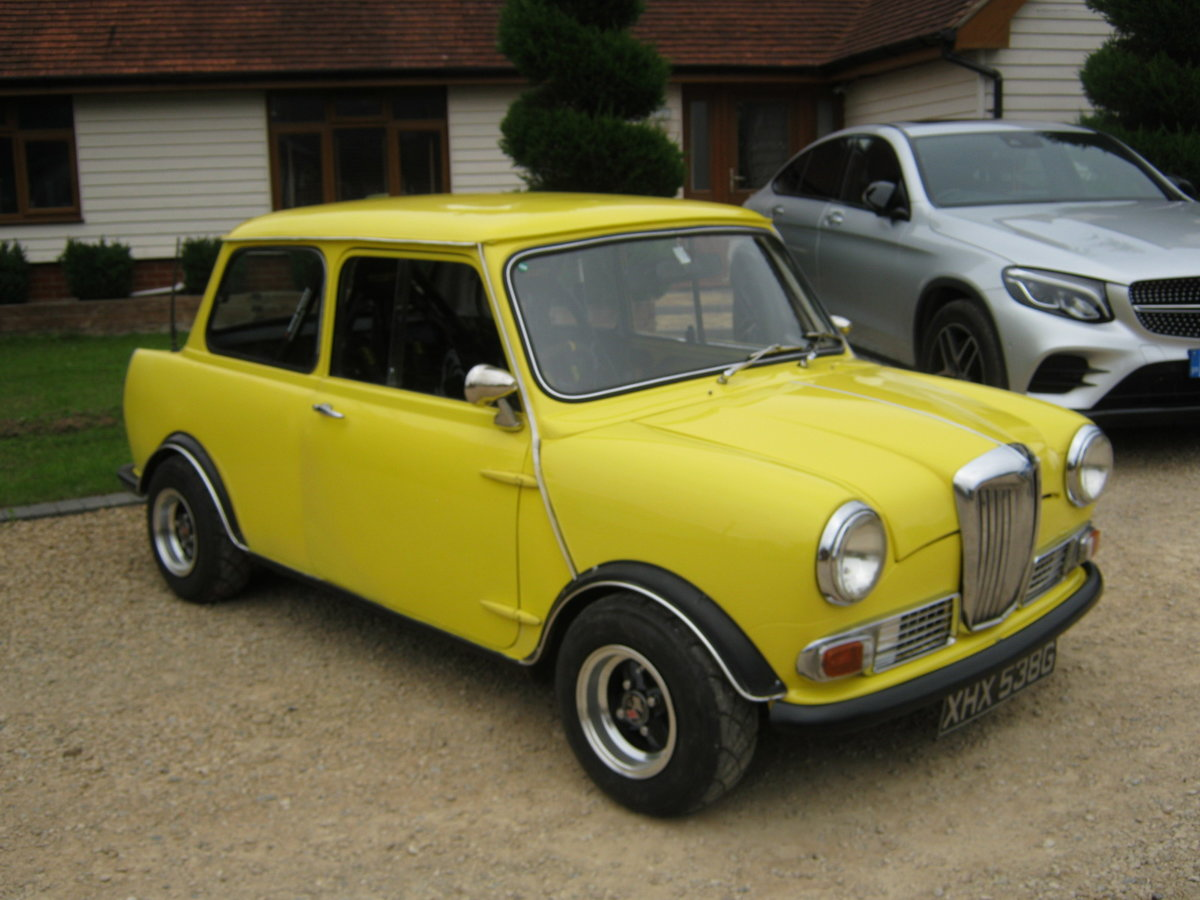 1968 RILEY ELF WITH 160BHP YAMAHA R1 ENGINE AND 6 SPEED BOX. For Sale (picture 1 of 6)