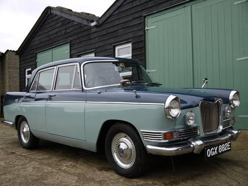 1967 RILEY 4/72 AUTOMATIC SALOON - OUTSTANDING AND VERY RARE! SOLD (picture 1 of 6)