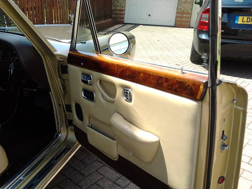 1976 Rolls Royce Silver Shadow 1 in Willow Gold For Sale (picture 5 of 6)
