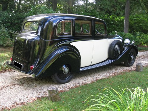 1938 Rolls-Royce 25/30 with Coachwork by James Young For Sale (picture 2 of 6)