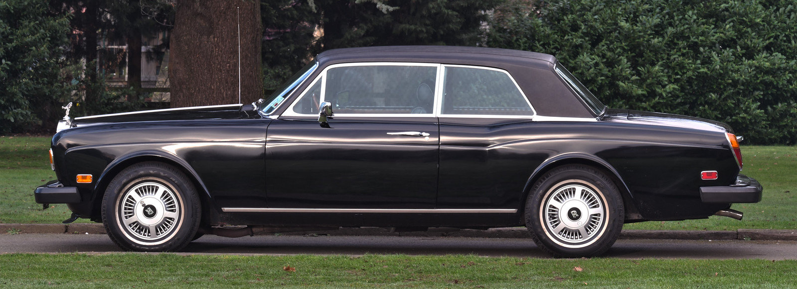 1976 Rolls Royce Corniche II Coupe LHD SOLD (picture 2 of 6)