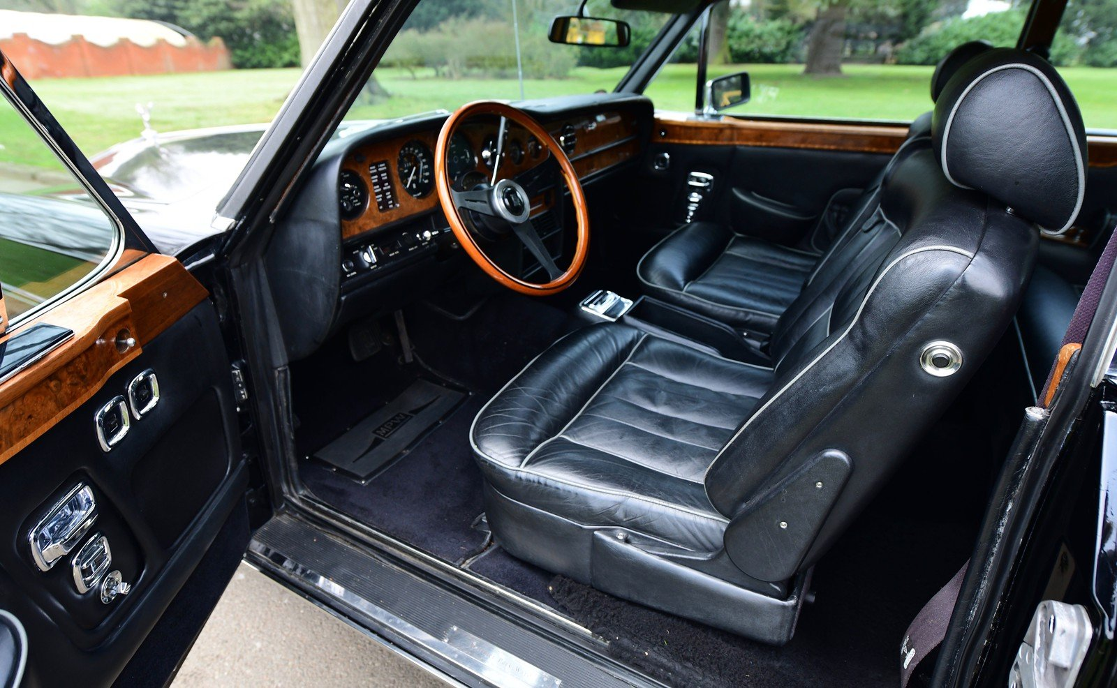 1976 Rolls Royce Corniche II Coupe LHD SOLD (picture 4 of 6)