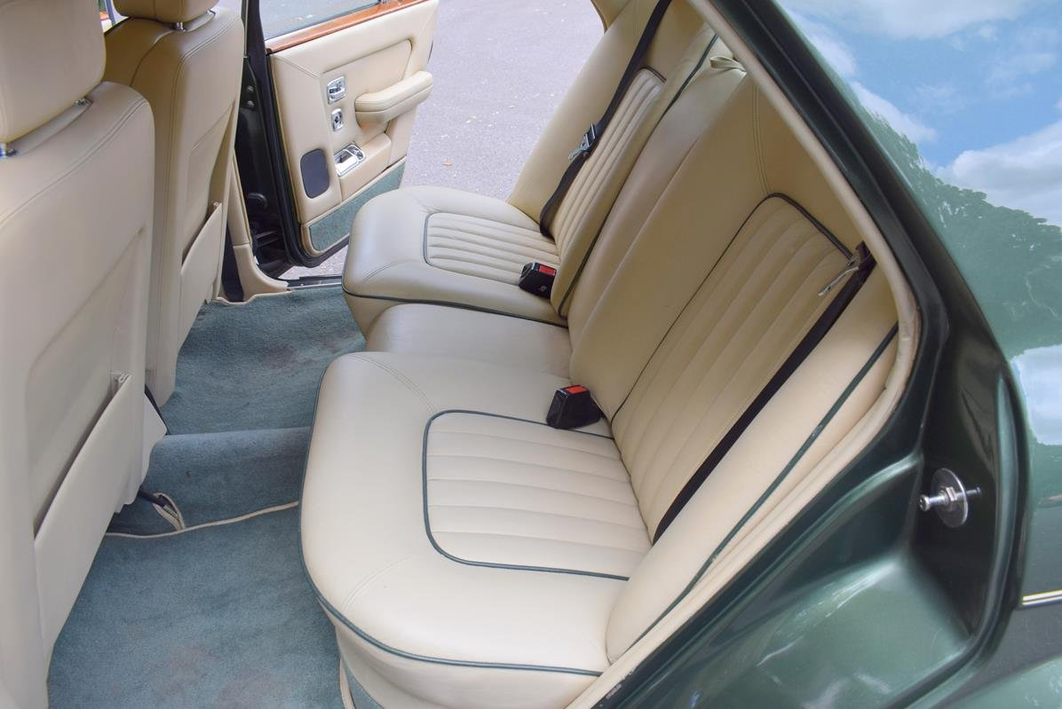 1984 A Rolls Royce Silver Spirit in Forest Green For Sale (picture 3 of 6)