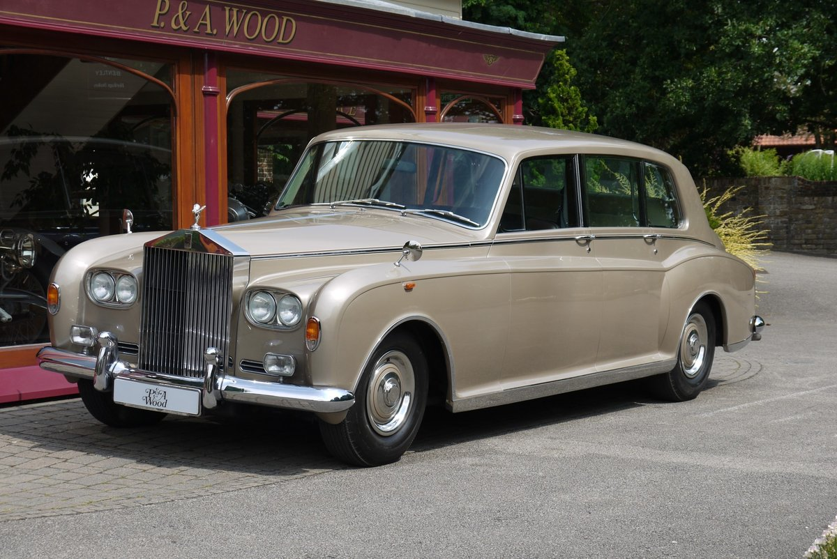 1977 Rolls-Royce Phantom VI Limousine by Mulliner Park Ward. For Sale (picture 1 of 4)