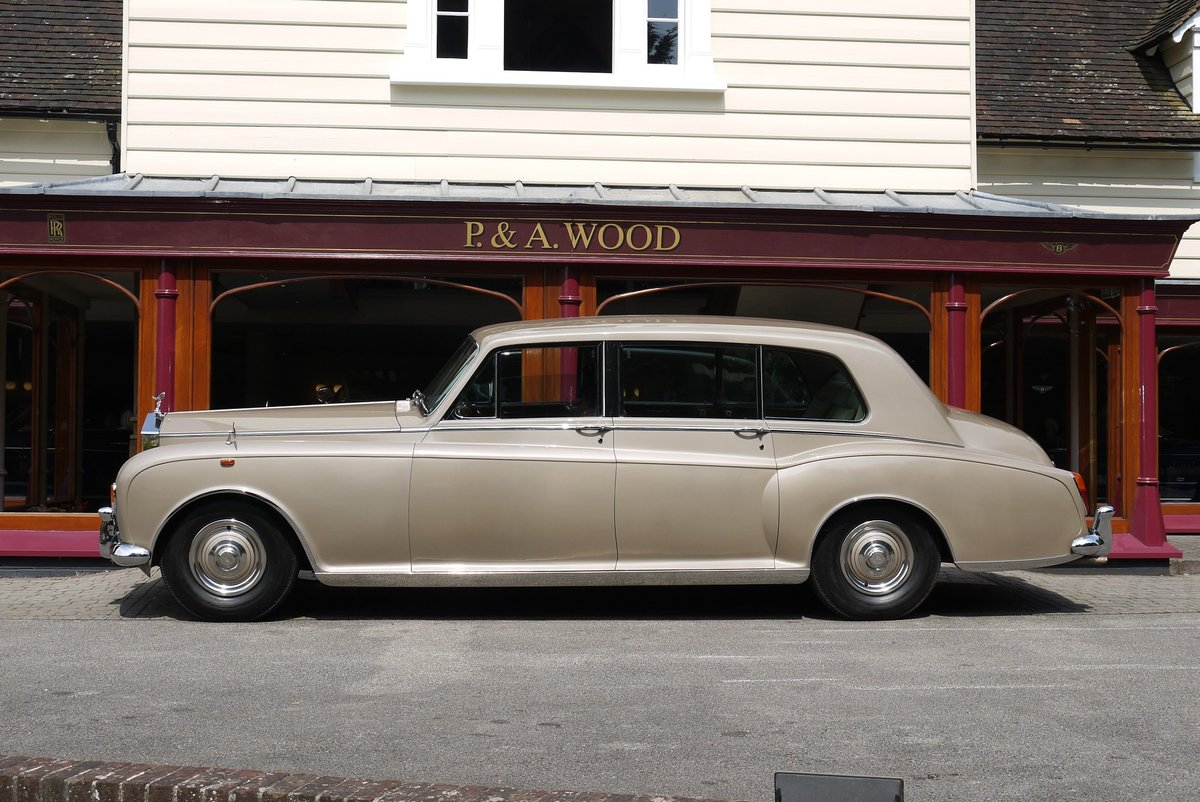 1977 Rolls-Royce Phantom VI Limousine by Mulliner Park Ward. For Sale (picture 2 of 4)