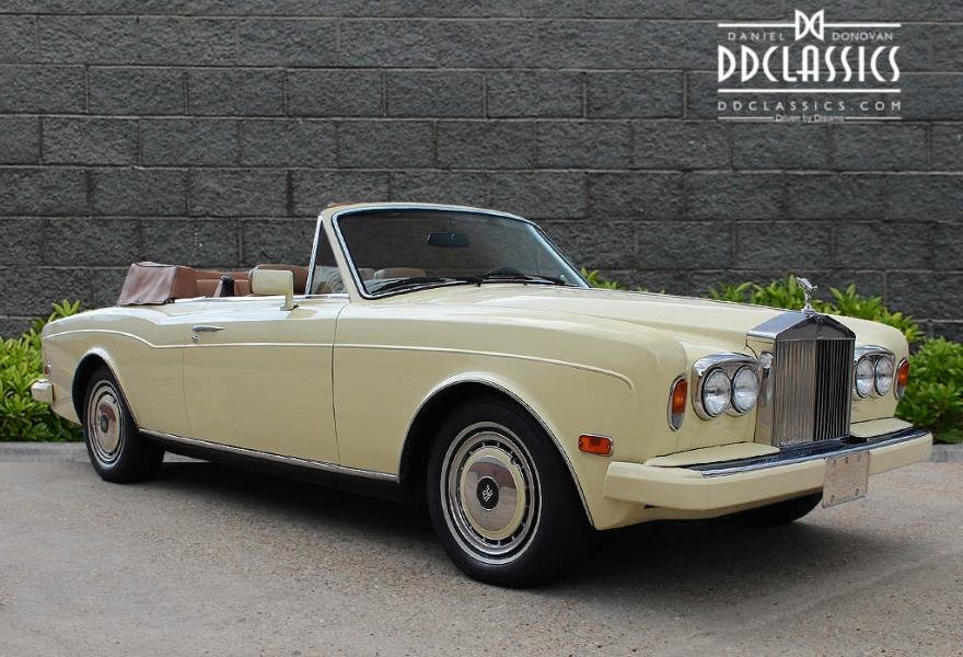 1991 Rolls-Royce Corniche III Convertible for sale in London For Sale (picture 2 of 24)