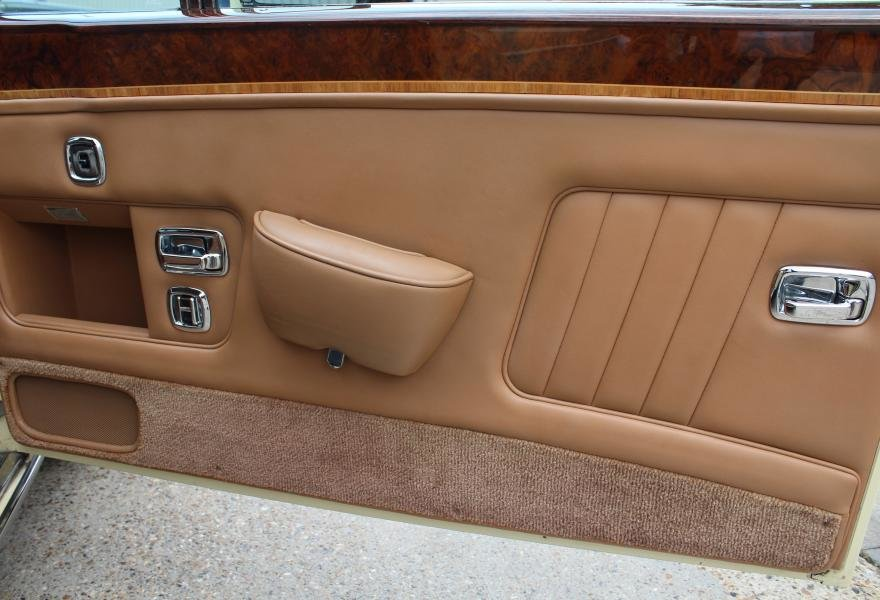 1991 Rolls-Royce Corniche III Convertible for sale in London For Sale (picture 16 of 24)