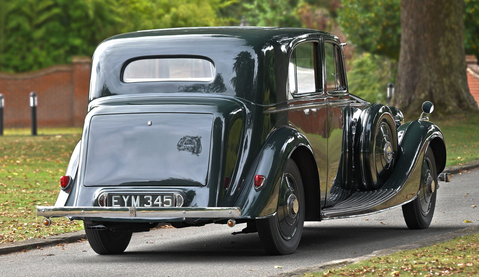 1938 Rolls Royce 25/30 H.J. Mulliner Saloon For Sale (picture 2 of 6)
