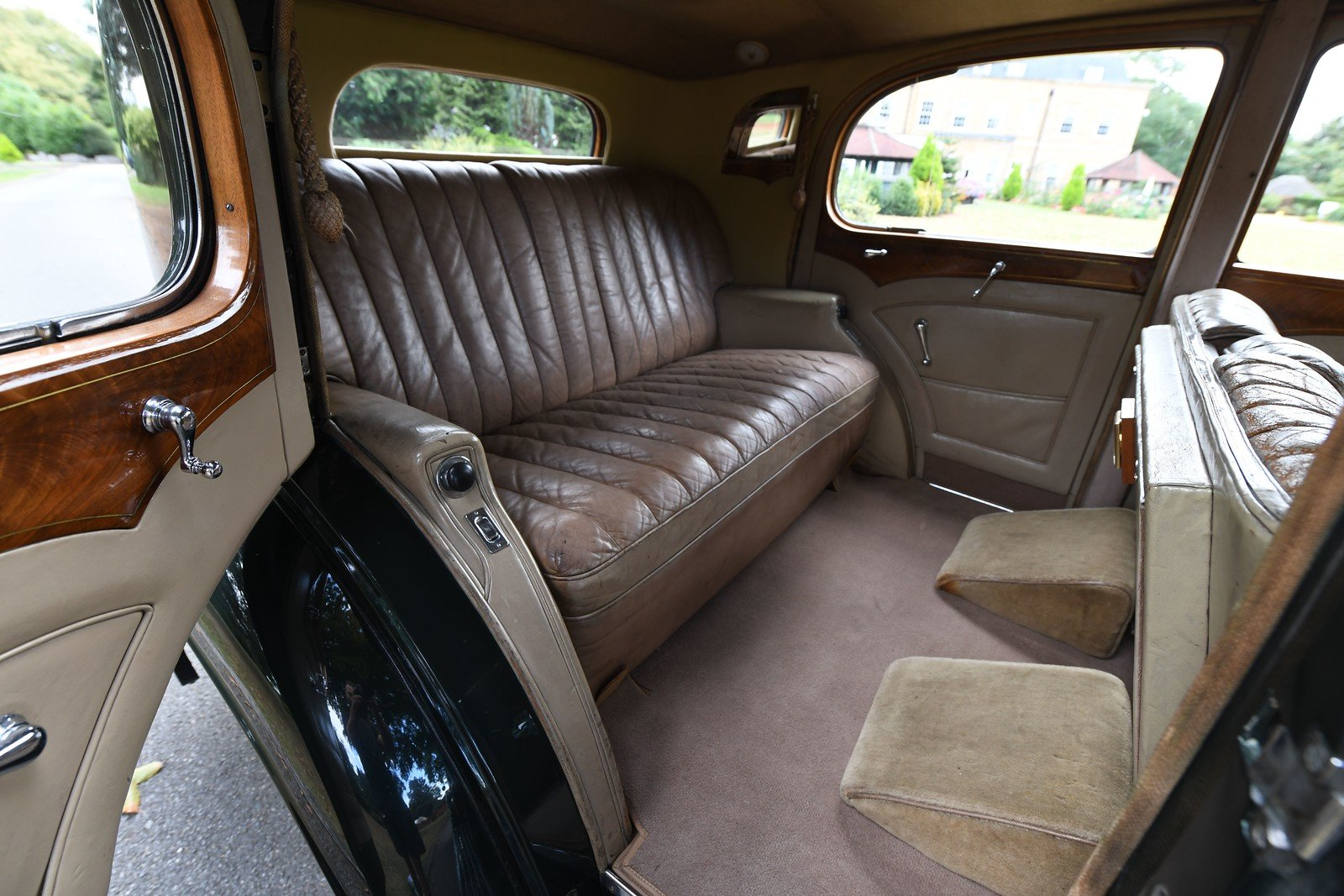 1938 Rolls Royce 25/30 H.J. Mulliner Saloon For Sale (picture 5 of 6)