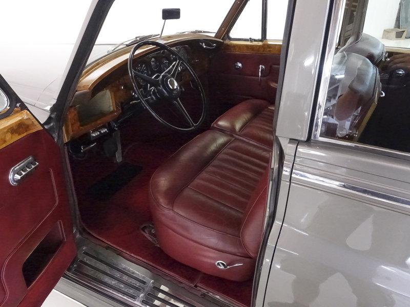 1961 Rolls-Royce Silver Cloud II Long Wheelbase Saloon For Sale (picture 3 of 6)