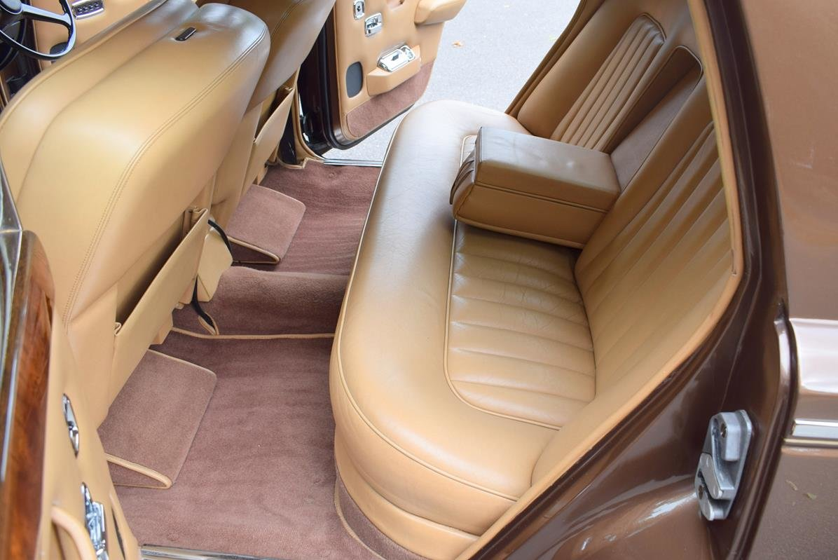 1980 V Rolls Royce Silver Shadow Series II in Walnut For Sale (picture 3 of 6)