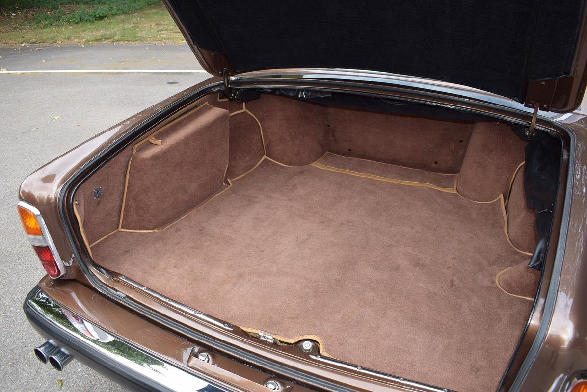 1980 V Rolls Royce Silver Shadow Series II in Walnut For Sale (picture 6 of 6)