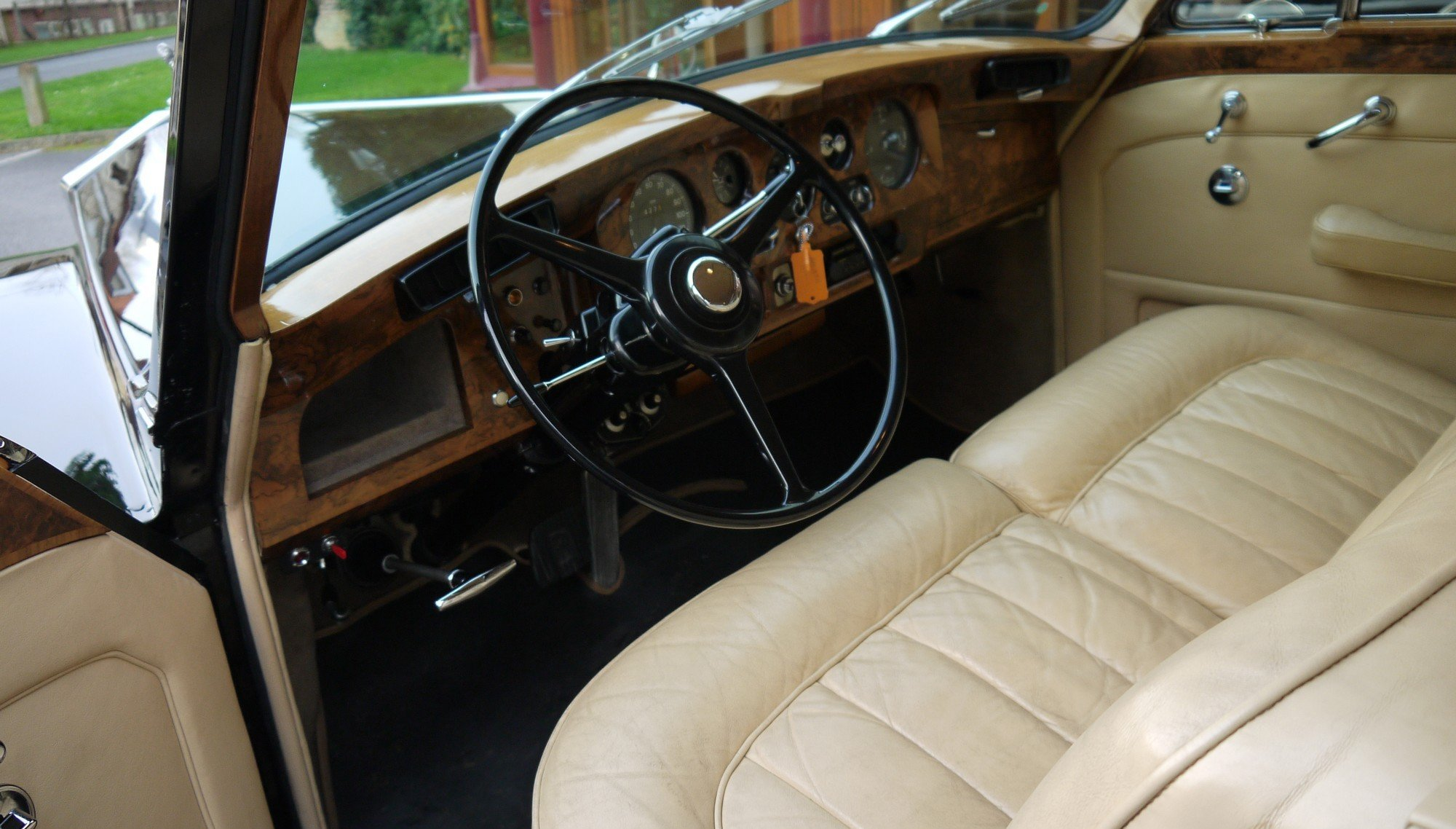 Rolls-Royce Phantom V 1966 LHD PV23 Limousine by James Young For Sale (picture 4 of 6)