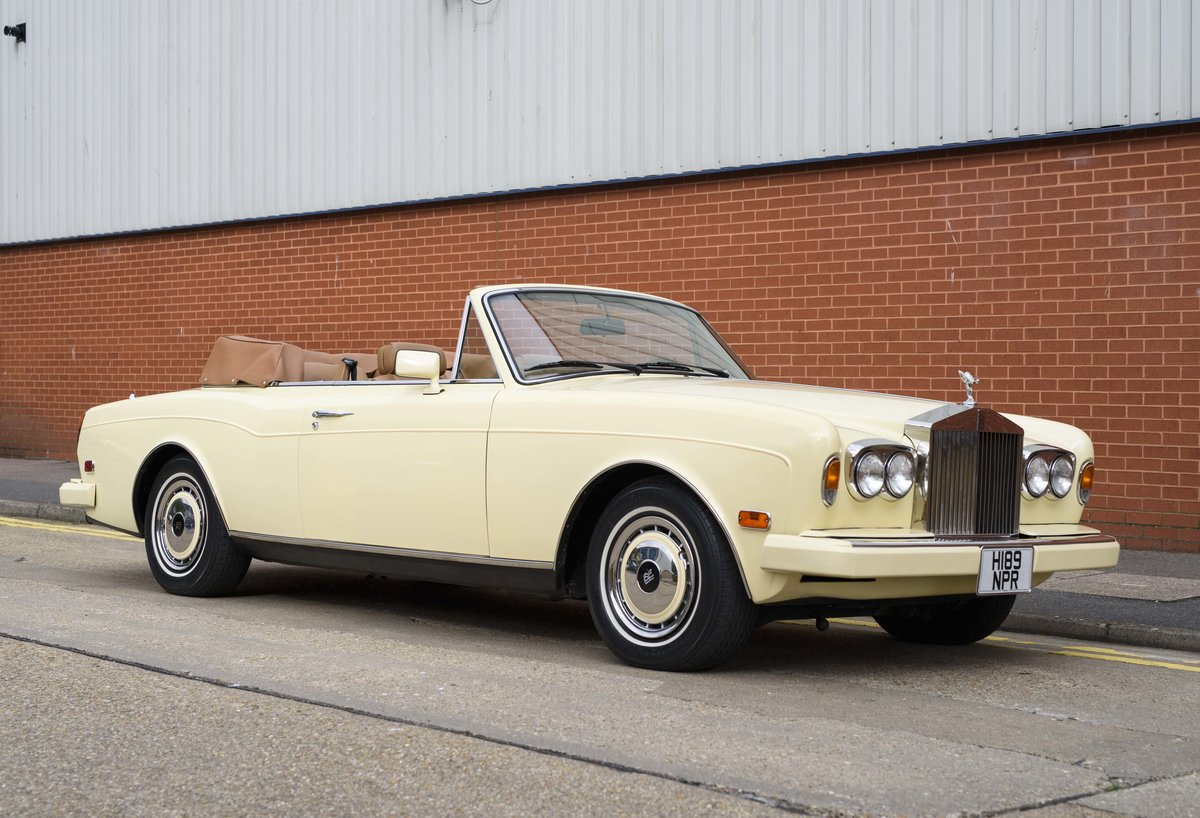 1991 Rolls-Royce Corniche III Convertible for sale in London For Sale (picture 2 of 23)