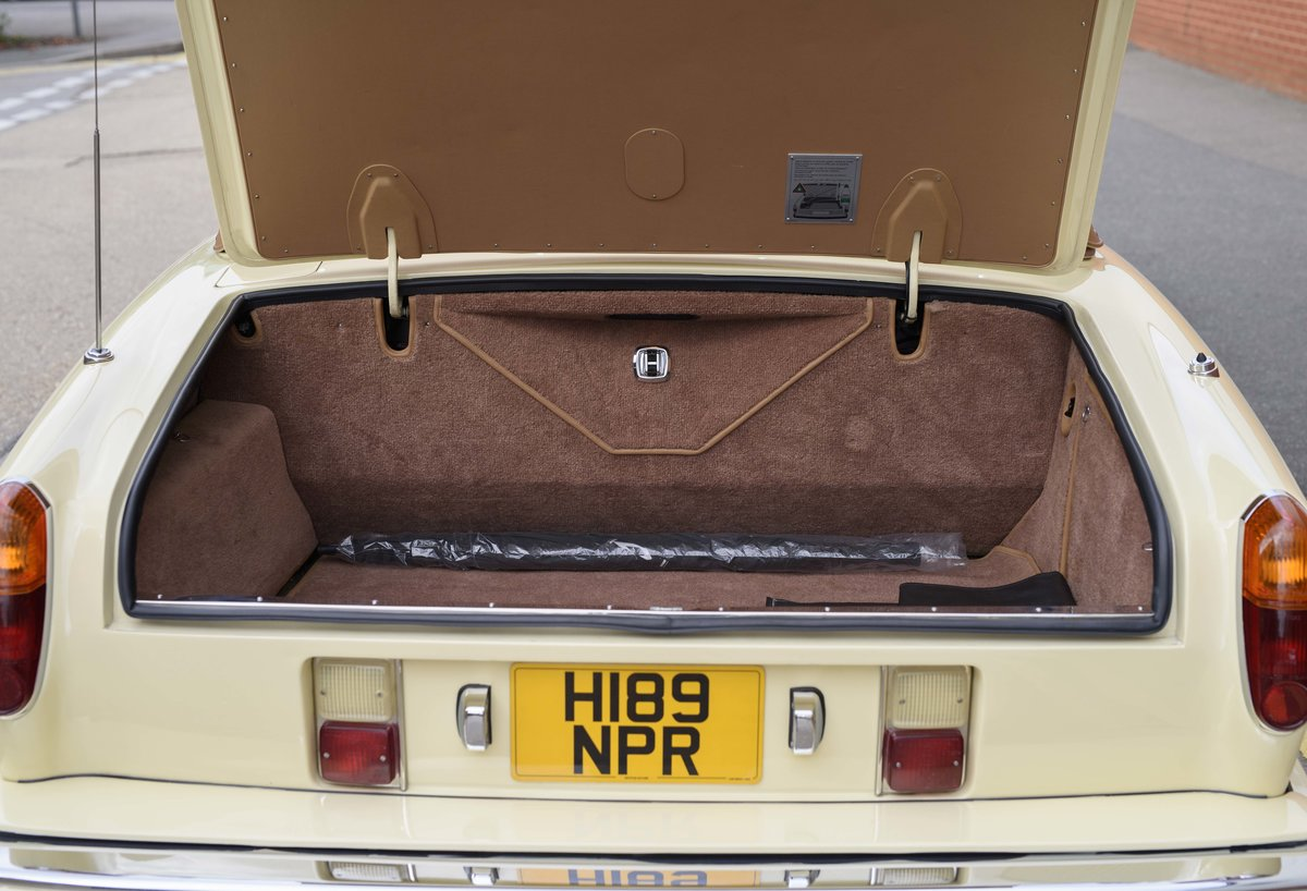 1991 Rolls-Royce Corniche III Convertible for sale in London For Sale (picture 22 of 23)