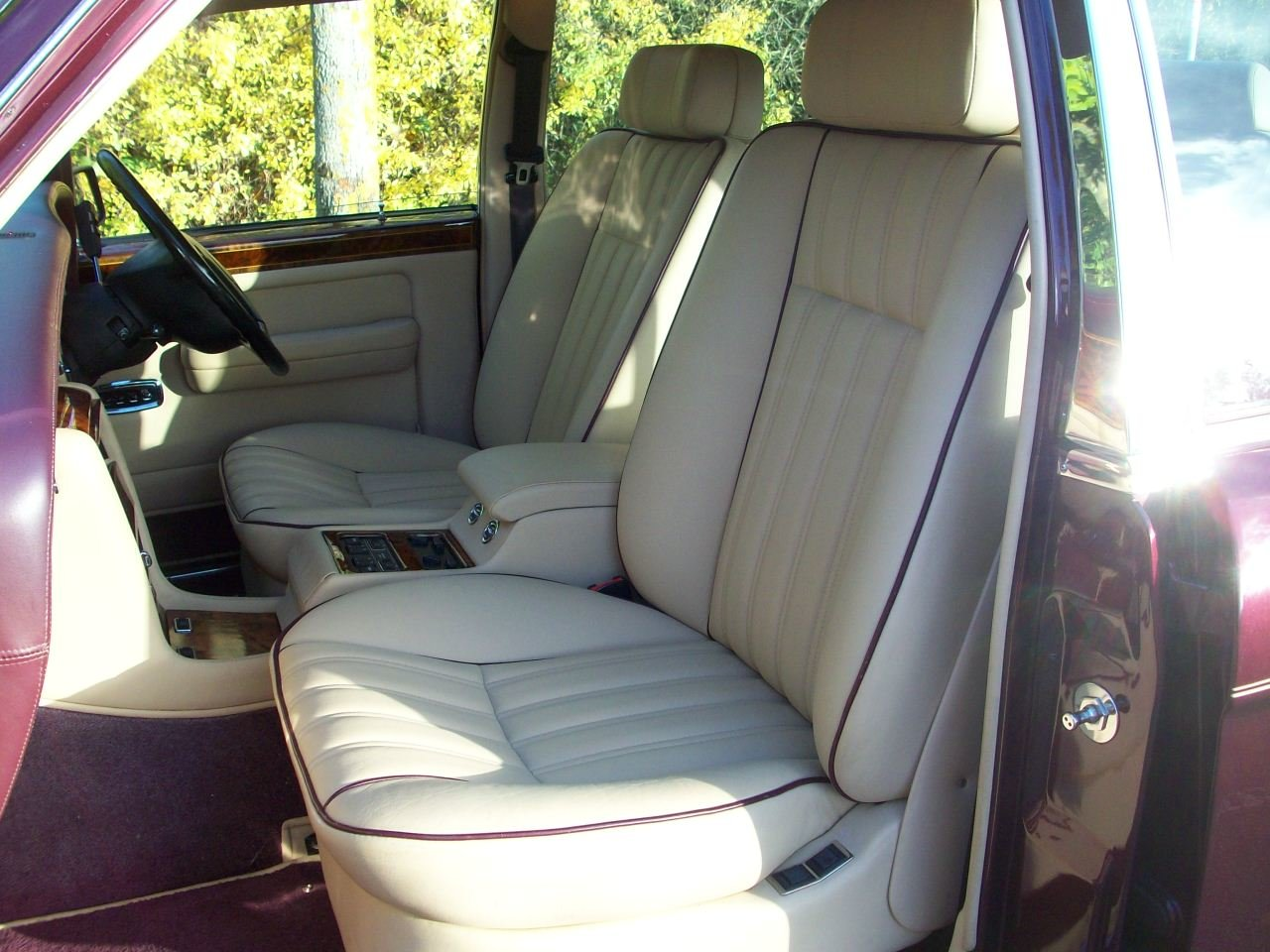 1997 ROLLS-ROYCE SILVER DAWN SOLD (picture 3 of 6)