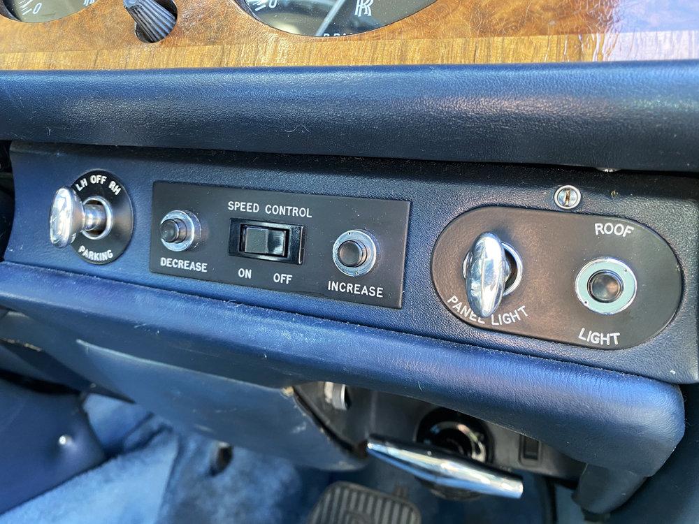 1972 Rolls-Royce Corniche FHC - impeccable condition For Sale (picture 21 of 24)