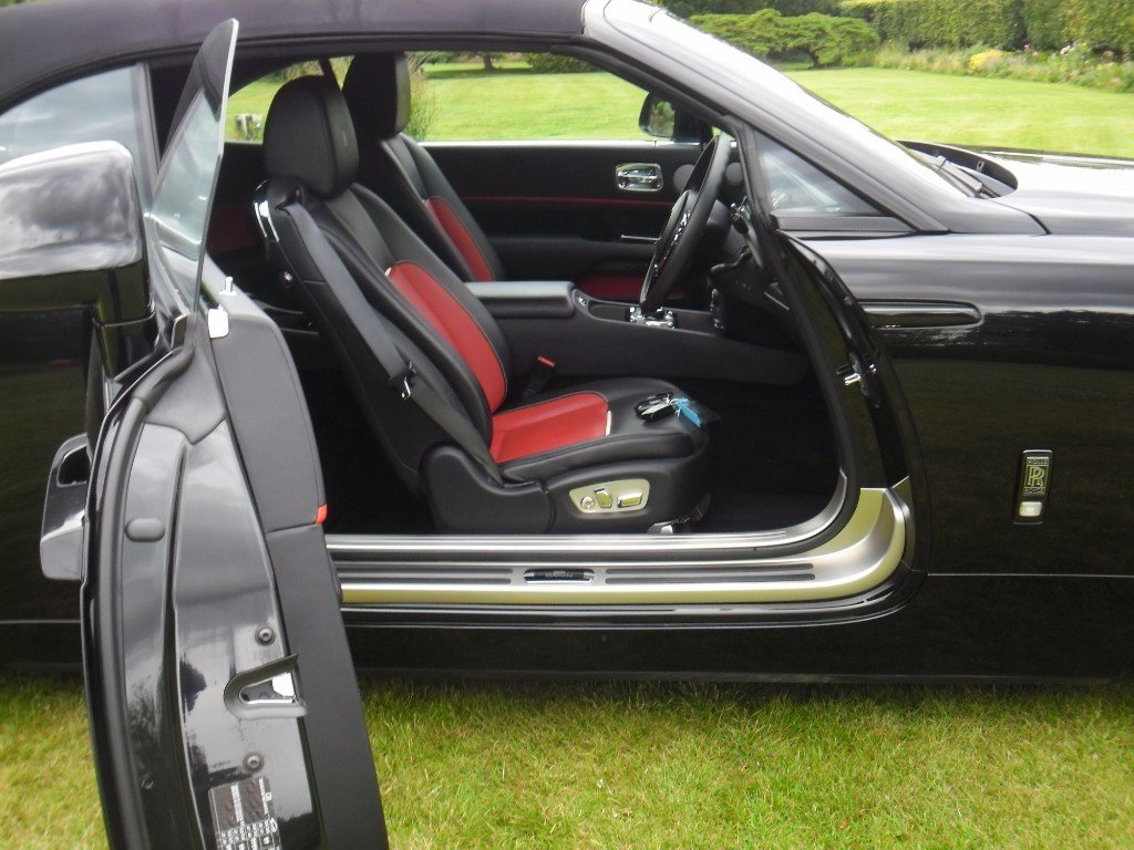 2017 ROLLS-ROYCE DAWN BLACK BADGE 2018 MODEL For Sale (picture 3 of 4)