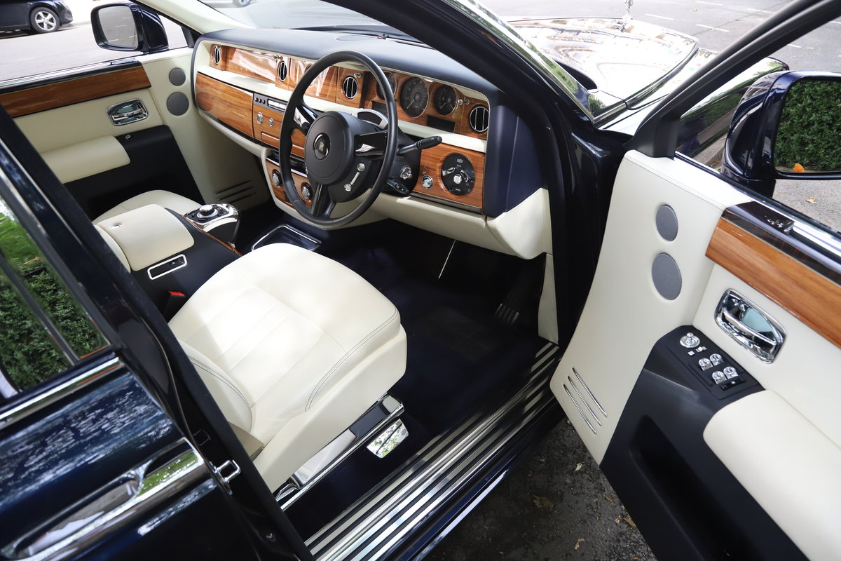 2015 Rolls Royce Phantom II EWB 4DR Auto 6.8 For Sale (picture 3 of 5)