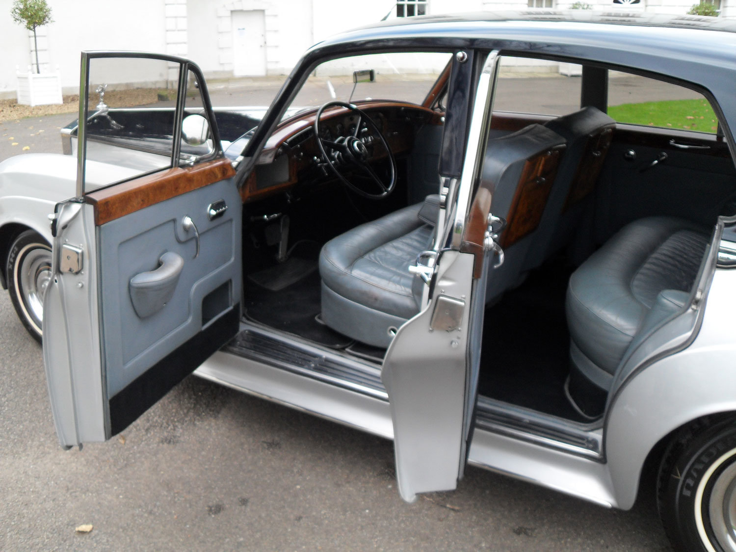 1961 Rolls-Royce Silver Cloud II Saloon (Left Hand Drive) For Sale (picture 2 of 2)