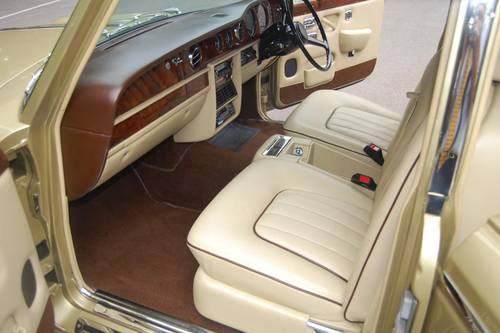 1980 V Rolls Royce Silver Shadow Series II in Willow Gold For Sale (picture 2 of 6)