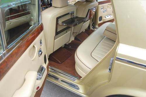 1980 V Rolls Royce Silver Shadow Series II in Willow Gold For Sale (picture 3 of 6)