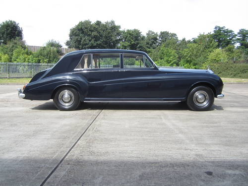 1967 Rolls-Royce Phantom V Limousine by James Young (PV16) For Sale (picture 2 of 6)