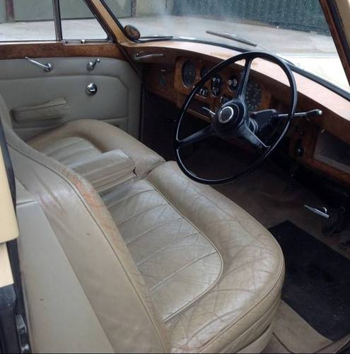 1962 James Young Phantom V RHD Touring Limousine  For Sale (picture 3 of 4)