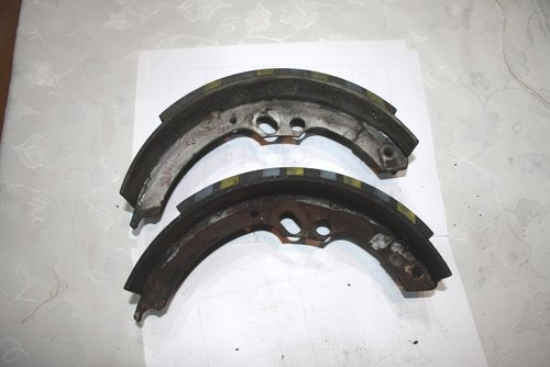 1958 Pair Front Brake shoes, good linings For Sale (picture 3 of 3)