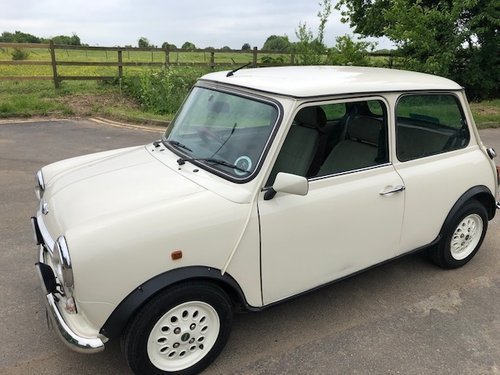Rover Mini Seven 2000 X in white only 30,000miles For Sale (picture 3 of 6)
