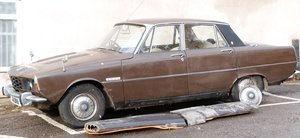 Picture of 1972 Rover P6 2000 with private plate 74 DVA