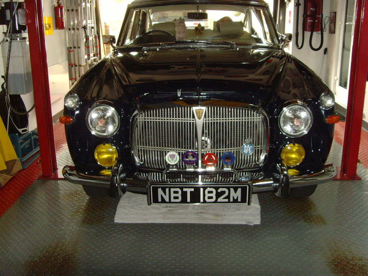 1973 Beautiful immaculate example Rover P5B saloon. SOLD (picture 1 of 12)