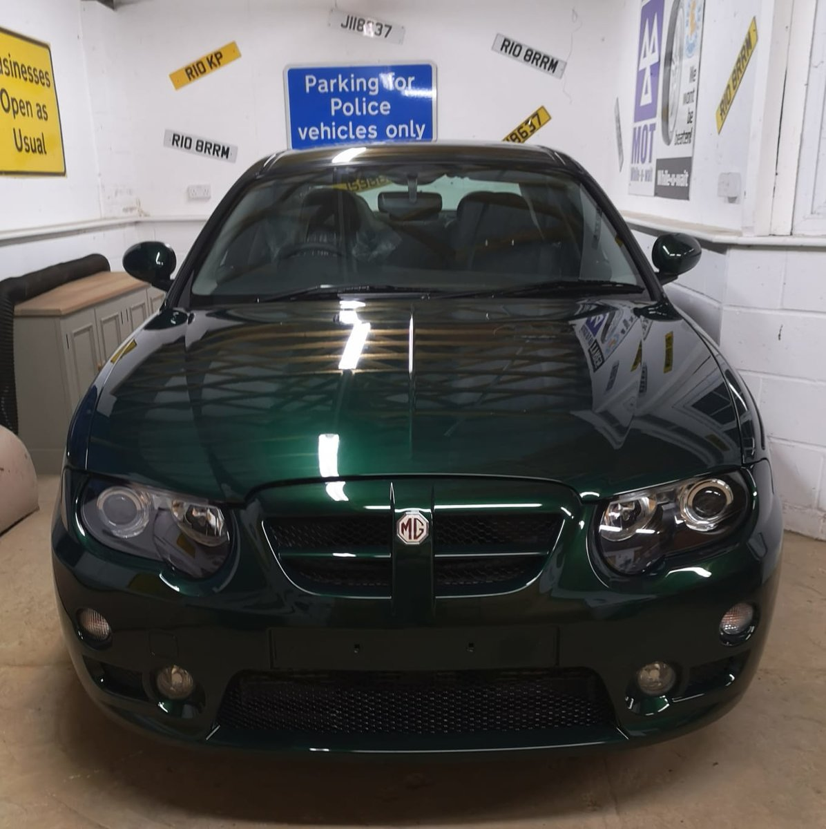 2004 MG ZT British motoring History.  Genuine 6 miles only For Sale (picture 1 of 4)