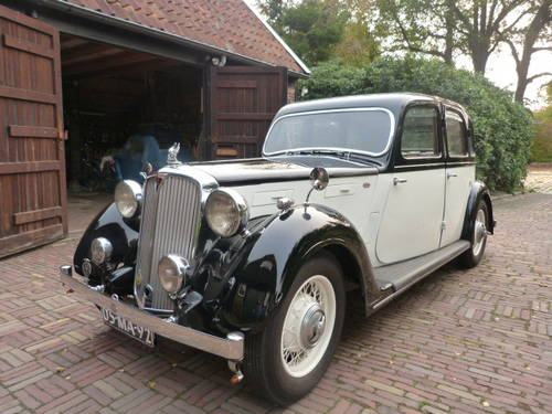 1938 Fully restored Rover 16 HP rhd For Sale (picture 1 of 6)