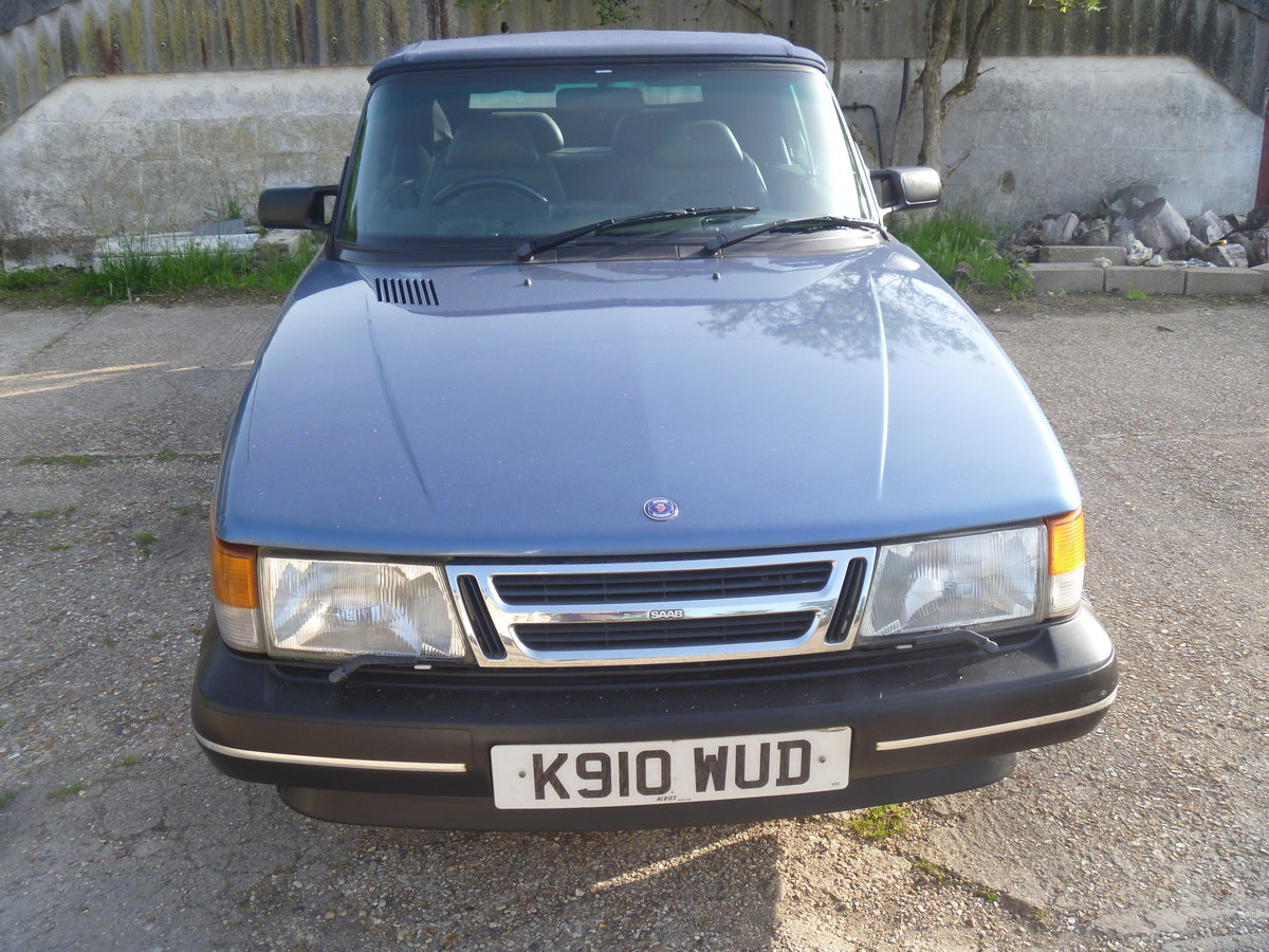 1992 Classic SAAB 900 Convertible  For Sale (picture 1 of 6)