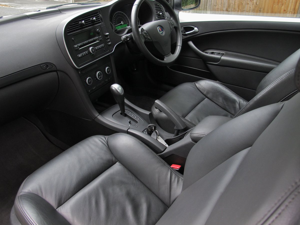 SAAB 93 2.0t SE CONVERTIBLE 2011 1 OWNER FSH WHITE ....WOW ! For Sale (picture 4 of 6)