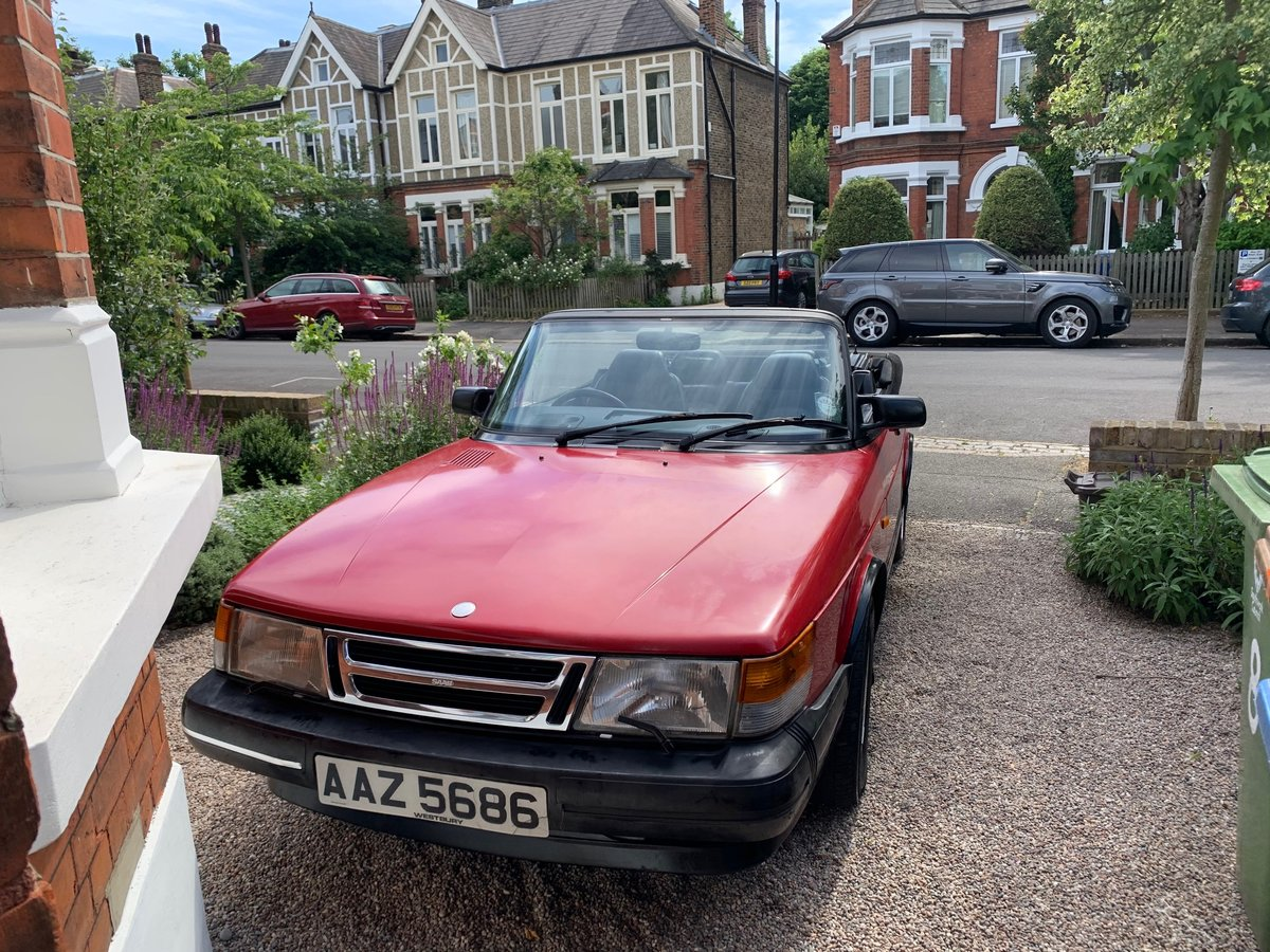 1993 Saab 900 classic convertible For Sale (picture 1 of 6)