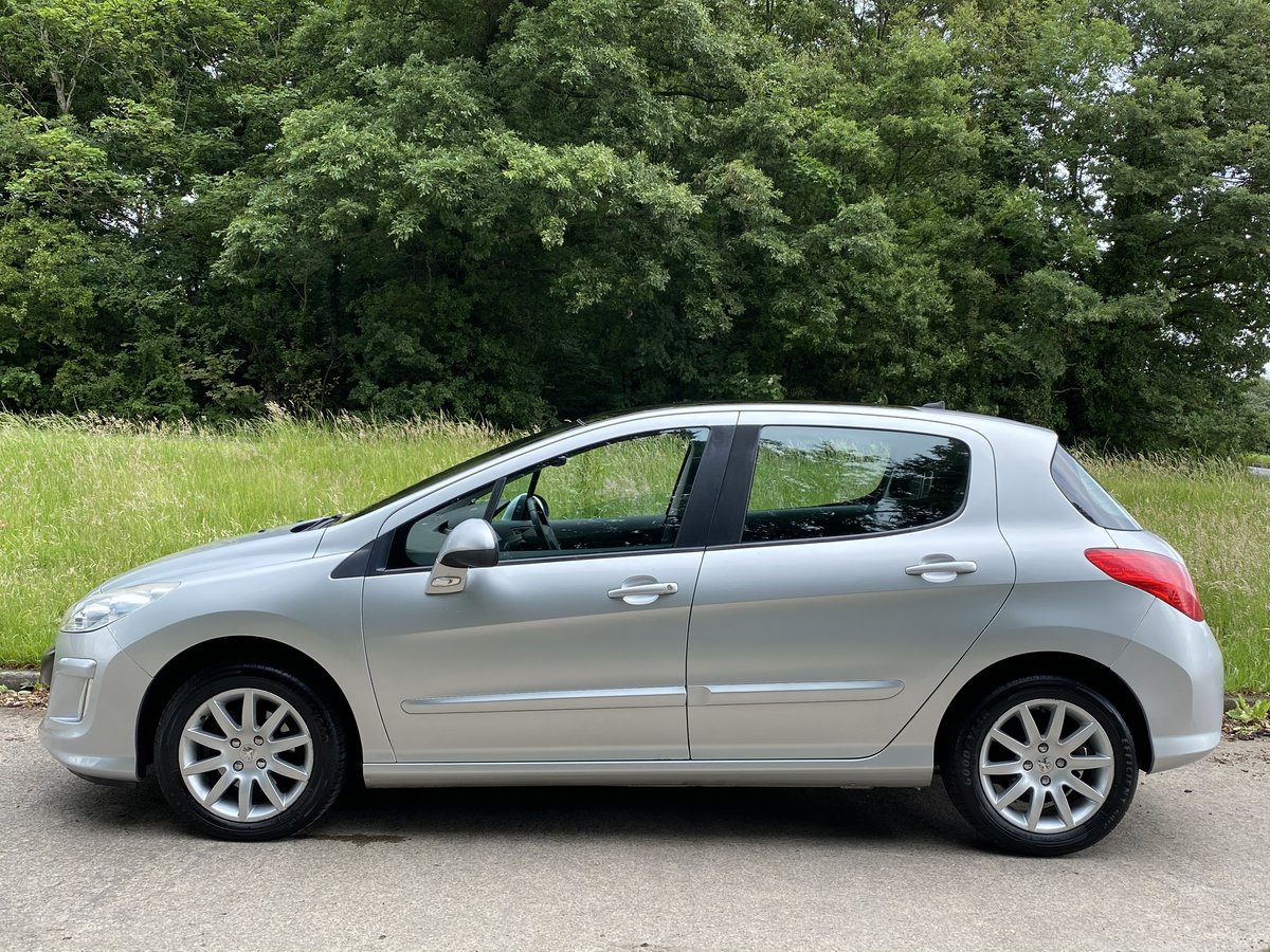 2008 Peugeot 308 1.6 THP SE Auto - 45,000 miles - Panoramic Roof For Sale (picture 3 of 6)