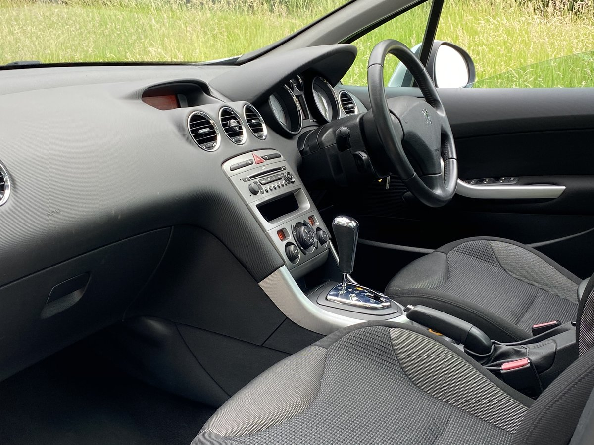 2008 Peugeot 308 1.6 THP SE Auto - 45,000 miles - Panoramic Roof For Sale (picture 4 of 6)