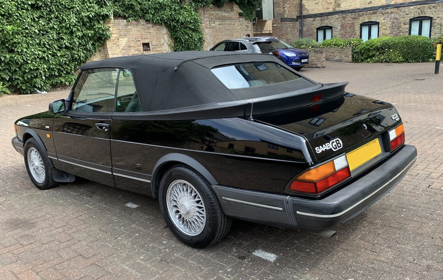 1992 Classic Saab 900i convertible in superb condition For Sale (picture 2 of 6)
