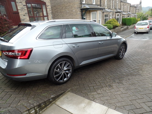 SKODA Superb 4x4 L&K Estate - 2016 - loaded! For Sale (picture 1 of 6)
