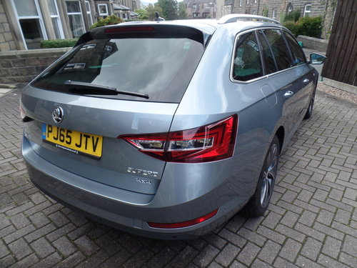 SKODA Superb 4x4 L&K Estate - 2016 - loaded! For Sale (picture 2 of 6)