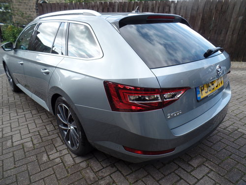 SKODA Superb 4x4 L&K Estate - 2016 - loaded! For Sale (picture 3 of 6)