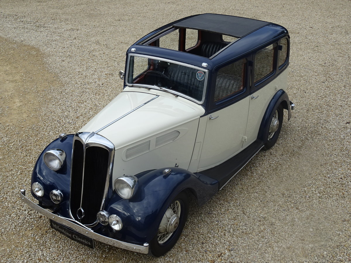 1935 Standard 12 Saloon (Deluxe) – Fully Restored For Sale (picture 1 of 6)