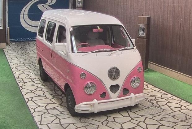 Kei campers are highly customizable. Image of a Subaru Sambar camper.