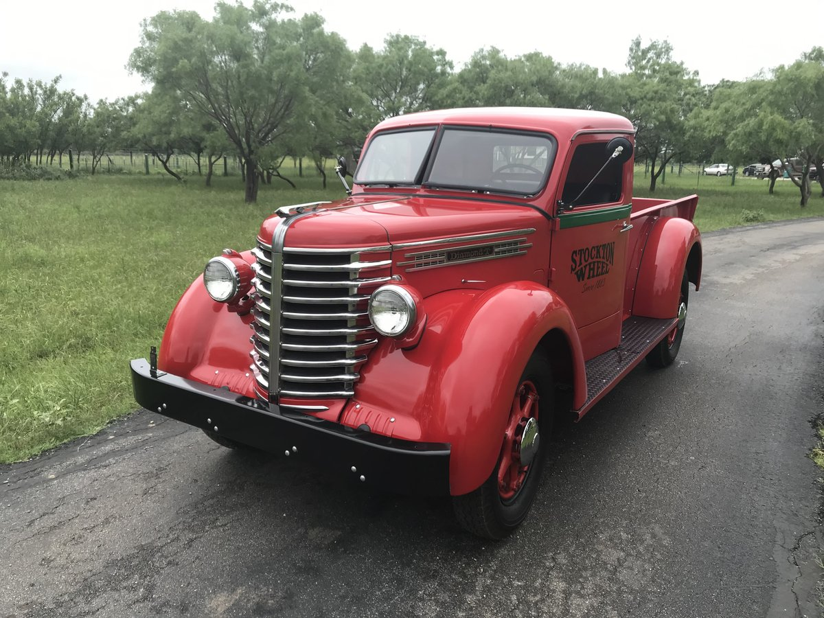 1945 Diamond T Pickup 201 One-Ton 6 cyl 4 spd 20 SOLD (picture 1 of 6)