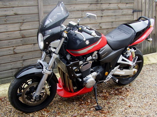 2006 Suzuki GSX 1400 K5 (2 owners, 7400 miles, Lots of extras) SOLD (picture 4 of 6)